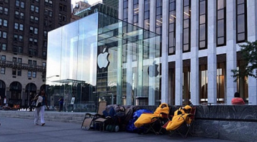 Κατασκηνώνουν έξω από την Apple για το iPhone 6