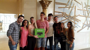 Ο NGradio παραδίδει το XBOX One στον μεγάλο νικητή Απόστολο Χρήστου