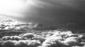 Γκρι ουρανός και τα τραγούδια της ημέρας