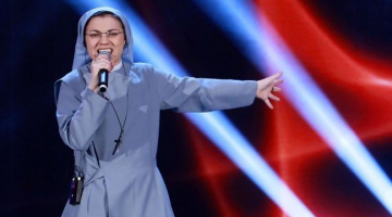 Η καλόγρια του ιταλικού «The Voice»… ξανακτυπά!