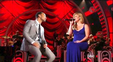 "John Legend και Kelly Clarkson διασκευάζουν το ""Run Run Run"""