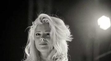 Ακούστε το νέο, καλοκαιρινό τραγούδι της Νατάσας Μποφίλιου
