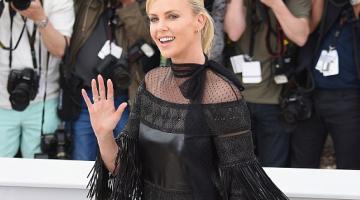 Τρέλανε και τον… Mad Max η Charlize Theron στις Κάννες