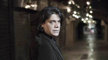 Ο Νίκος Ξυδάκης στο «Ρυθμός Stage» – «Τα Λαθροδιάσημα»