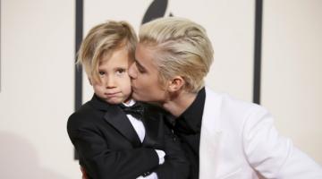 Justin Bieber: Δείτε τον εξάχρονο αδερφό του, που έκλεψε την παράσταση στο κόκκινο χαλι