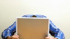 Δουλειά σε υπολογιστή – Τα πέντε πράγματα που πρέπει να κάνετε για να «επιβιώσετε»