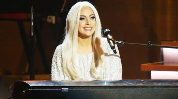Σε δημοπρασία το παιδικό της πιάνο βγάζει η Lady Gaga