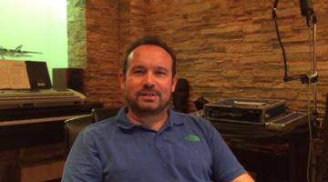 Ο Κώστας Μακεδόνας μας προσκαλεί στο θέατρο Πέτρας