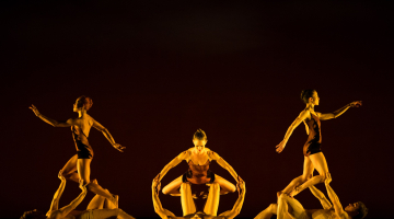 Momix – Η μεγαλύτερη, ιστορικότερη και διασημότερη ομάδα ακροβατικού χορού στον κόσμο, επιστρέφει!
