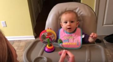 Μωρό δοκιμάζει μπρόκολο για πρώτη φορά