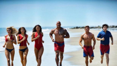 Τρέιλερ: Το «Baywatch» ξαναβουτά στα νερά χωρίς κινηματογραφικό σωσίβιο