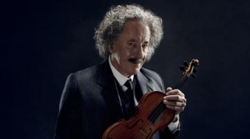 Δείτε τον Τζέφρι Ρας ως Άλμπερτ Αϊνστάιν στο σποτάκι του «Genius» να παίζει με το βιολί του Lady Gaga