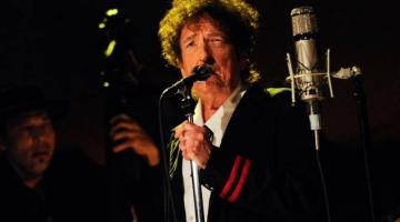 Ο Μπομπ Ντύλαν κυκλοφορεί τριπλό άλμπουμ με τραγούδια του Φρανκ Σινάτρα