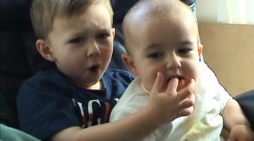 «Charlie bit me!» Πώς είναι σήμερα τα αγοράκια από το ξεκαρδιστικό βίντεο των 850 εκατ. προβολών;