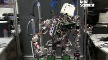 Ρομπότ που σιδερώνει ήρθε για να μας λύσει τα χέρια