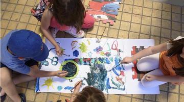 Τα παιδιά ζουν τη μαγεία των Χριστουγέννων  στην Πλατεία Κλαυθμώνος