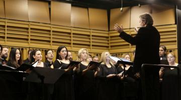 Il Festino Μουσική για μια βραδιά καρναβαλιού  με τη Χορωδία δήμου Αθηναίων