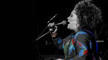 Η Ματούλα Ζαμάνη στον Σταυρό του Νότου | Από την Παρασκευή 2 Μαρτίου, για 4 παραστάσεις