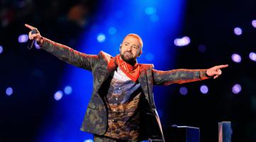 Το αφιέρωμα του Justin Timberlake (Τζάστιν Τιμπερλέικ) στον Prince (Πρινς) κατά τη διάρκεια του Superbowl (σούπερ μπόουλ)