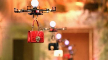 Drones σε ρόλο μοντέλων σε επίδειξη των Dolce & Gabbana