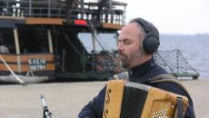 Ο Λάζαρος Σαμαράς δίνει συνέντευξη στον NGradio