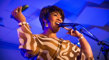 Denise Jannah, η κορυφαία τζαζ φωνή που ζωντανεύει τον μύθο της Ella @ Half Note Jazz Club | Παρασκευή 13 Απριλίου έως Δευτέρα  16 Απριλίου