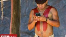 Φυλή ιθαγενών του Αμαζονίου έχει κολλήσει με το facebook