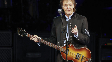 """Paul McCartney gives """"secret concert"""" at NYC's Grand Central"""