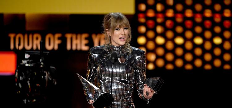 """Τέιλορ Σουίφτ: Η μεγάλη νικήτρια των Αμερικανικών Μουσικών Βραβείων (""""American Music Awards"""")"""