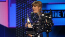 Taylor Swift breaks all-time American Music Awards record