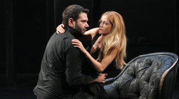 "H Ιωάννα Παππά μέσα στις τρεις καλύτερες ερμηνείες στον ""Άμλετ"" για λίγες ακόμη παραστάσεις"