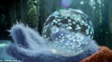 Εκπληκτικό φαινόμενο! Σαπουνόφουσκες μετατρέπονται σε…παγομπάλες!