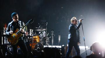 Οι U2 συγκλόνισαν το Παρίσι: Είμαστε όλοι Παριζιάνοι