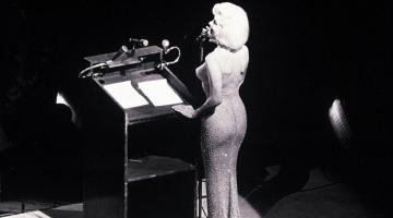 Δημοπρατείται το φόρεμα της Marilyn όταν τραγούδησε το «Happy Birthday Mr President»
