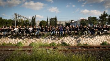 9ο Φεστιβάλ Νέων Καλλιτεχνών ΤΑ 12 ΚΟΥΠΕ στην Αμαξοστοιχία – Θέατρο ΤΟ ΤΡΕΝΟ ΣΤΟ ΡΟΥΦ