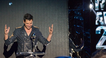 Δείτε την εμφάνιση το Σάκη Ρουβά στα World Music Awards με ολοκαίνουριο τραγούδι