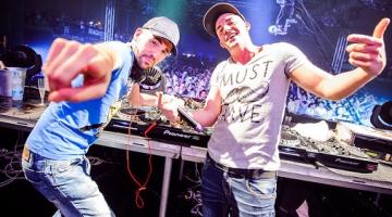 Βοηθήστε τους Έλληνες Dimitri Vegas & Like Mike να ανακηρυχθούν καλύτεροι DJ's του κόσμου!