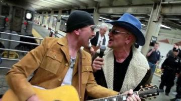 Μοναδική συναυλία-έκπληξη των U2 στο μετρό της Νέας Υόρκης