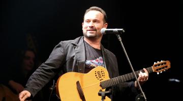 """Ο Κώστας Μακεδόνας στο """"Ρυθμός Stage"""""""