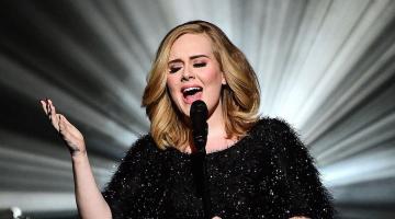 Η Αντέλ (Adele) «τά ' ψαλε» σε θαυμάστρια που την μαγνητοσκοπούσε σε συναυλία