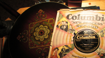 Chris travels at 78 RPM: «Been Gone So Long» – Episode 10
