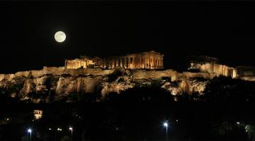 Αυγουστιάτικη πανσέληνος και μερική έκλειψη Σελήνης θα συμπέσουν το βράδυ της Δευτέρας