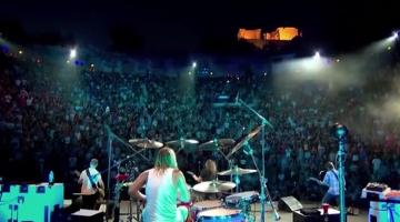 Οι Foo Fighters παίζουν το «The Pretender» με φόντο την Ακρόπολη