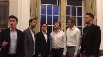 Βρετανική μπάντα τραγουδάει το «Κοκοράκι» και κάνει θραύση στο διαδίκτυο