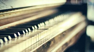 Δείτε πώς κατασκευάζεται ένα πιάνο με ουρά, αλλά και το πιάνο του μέλλοντος!