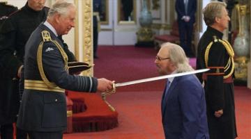 O Μπάρι Γκιμπ των θρυλικών Bee Gees χρίστηκε ιππότης