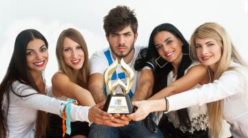 O NGradio.gr μεγάλος νικητής των WEBAWARDS 2018