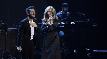 ΒΙΝΤΕΟ: Μάγεψε ο Γιώργος Περρής στις συναυλίες της Lara Fabian