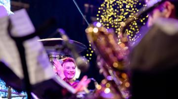 Η Big Band του δήμου Αθηναίων και η Πέννυ Μπαλτατζή  συνθέτουν το απόλυτο  χριστουγεννιάτικο τζαζ μουσικό σκηνικό