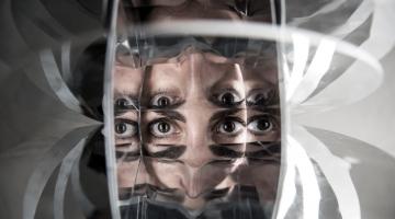 Oedipus: Sex with Mum Was Blinding | Το νέο έργο της Έλλης Παπακωνσταντίνου ταξιδεύει στη Ν. Υόρκη & από τον Οκτώβριο στο θέατρο Σφενδόνη!